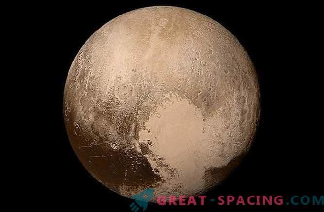 Плутон е објект кој е многу различен од сателитот на Нептун Тритон