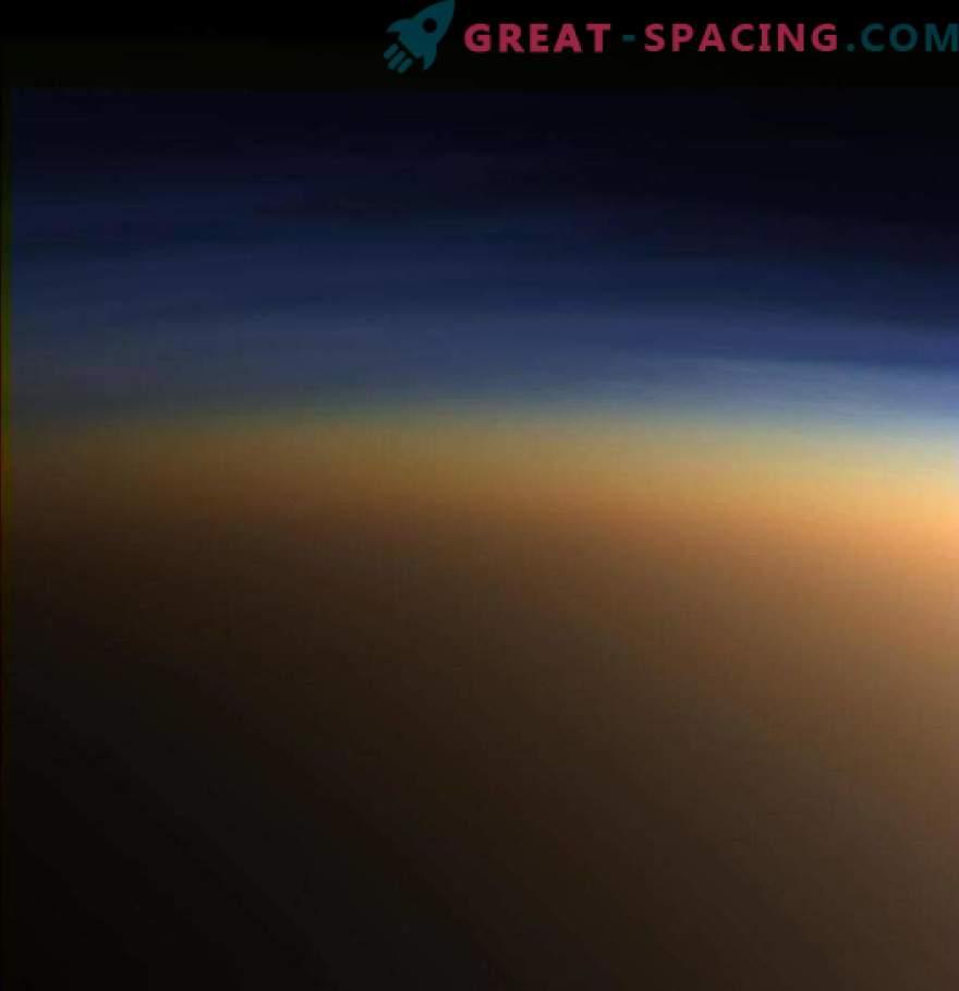 Мистериозен Титан има сениште светлина