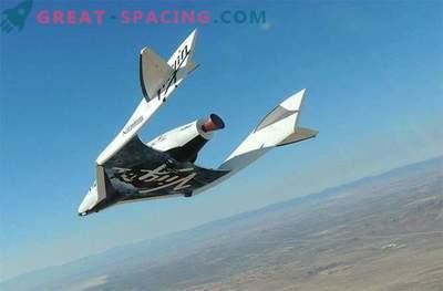 SpaceShipTwo strmoglavilo med preskusnim letom