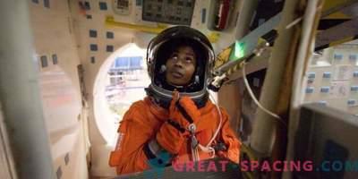 Астронаутот Стефани Вилсон се подготвува за простор