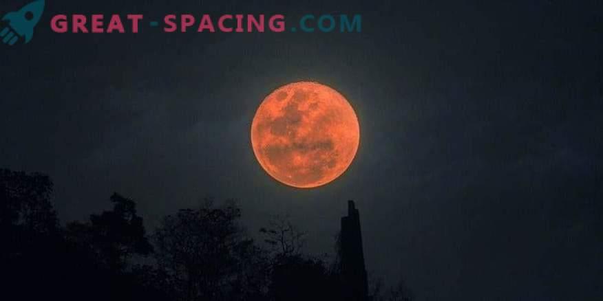 Метеорит падна во крвава месечина