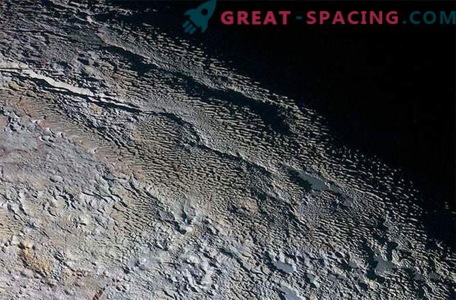 Мистериозната турнеја на Плутон: чуден пејзаж кој личи на кожата на змијата