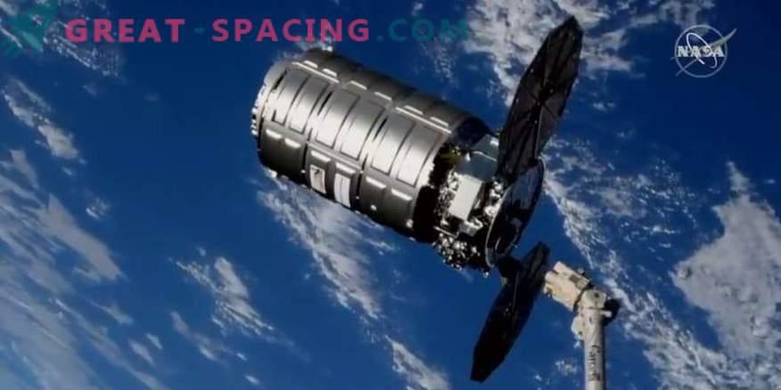 товарен брод Лебед извади ѓубре од ISS