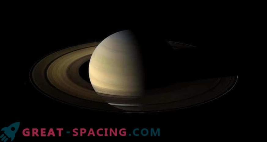 Касини ја набљудува Солзицата